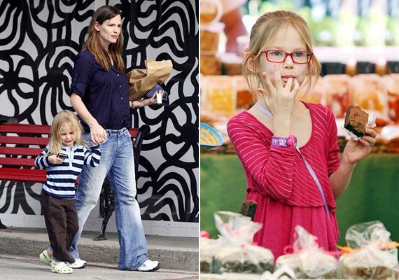 Jennifer Garner bájos vonásai kislánya arcán is felfedezhetőek. Violet kiköpött édesanyja.