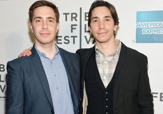 Justin Long és a testvére, Christian úgy hasonlítanak, mint két tojás.