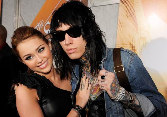 Miley Cyrus és a bátyja, Trace leginkább abban hasonlítanak, hogy különc külsejükkel igyekeznek kitűnni a tömegből.