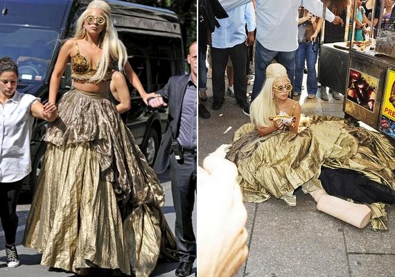Nem csoda, hogy 2011-ben Lady Gaga fenékre ült az utcán: közel félméteres platformcipőt viselt - ami egyébként az egyik kedvenc fazonja.