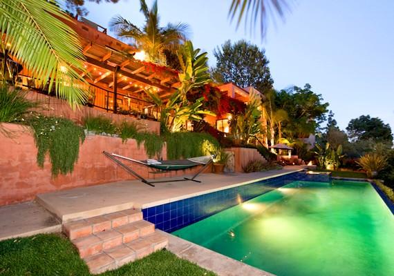 Kristen Stewart a Robert Pattinsonnal való szakítása után vásárolt magának egy új házat Los Angelesben, 2 millió dollárért.