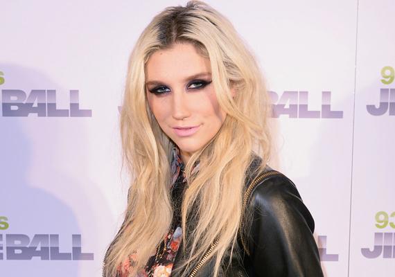 Kesha egy bizonyos dr. Luke-kal áll perben, az énekesnő ugyanis szexuális zaklatással vádolta a zenei producert. Dr. Luke ezt nem hagyta szó nélkül, beperelte Kesha édesanyját, mondván, hogy az szexuális ajánlatot tett neki azért, hogy beindítsa lánya karrierjét.