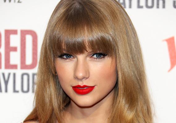 Taylor Swift is egy megszállott rajongója miatt fordult a rendőrséghez, aki azt állította, hogy az énekesnő a felesége, és ha bárki is szét akarná őket választani, azt egyszerűen megölné. Hogy mi lett a férfi sorsa, arról itt olvashatsz bővebben!