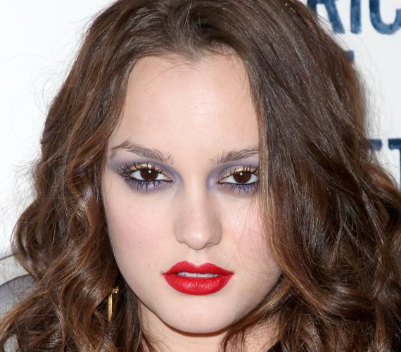 Vajon nem mondta senki Leighton Meesternek, hogy a jó smink vagy szem-, vagy szájhangsúlyos, a kettő együtt nem megy?