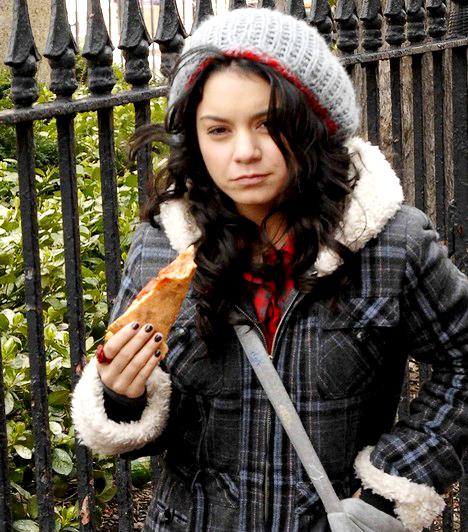 Vanessa Hudgens                         Vanessa színei hasonlóak Selenához, és egy kicsit az arcvonásaik is emlékeztetnek a másikéra, így nem meglepő, hogy Hudgens kisasszonyból sem a smink segítségével varázsolnak valódi szépséget.