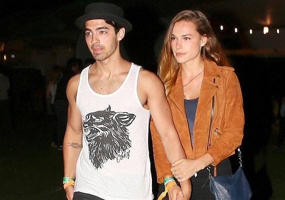 Joe Jonas és Blanda Eggenschwiler szakításának okait is homály fedi, a Jonas Brothers egykori énekese és a modell két év után váltak külön augusztus elején.
