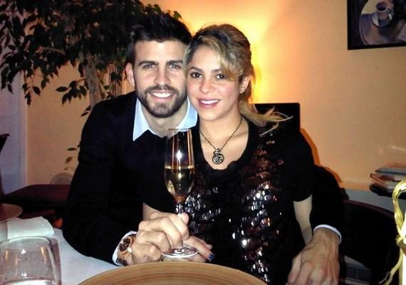 Shakira, aki nemsokára szülni fog, érthető módon otthon töltötte a szilvesztert szerelme, Gerard Pique társaságában.