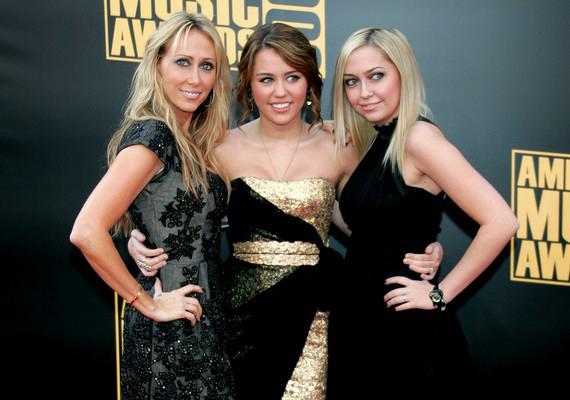 Miley Cyrus testvérei nem sikerültek a legjobban, de Brandi nővéréhez és anyjához hasonló szépség.