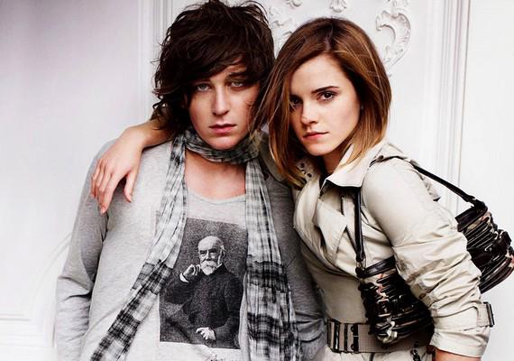 Emma Watson öccse, Alex Watson nővéréhez hasonlóan jó géneket örökölt, és a modellkedésben is kipróbálta magát.
