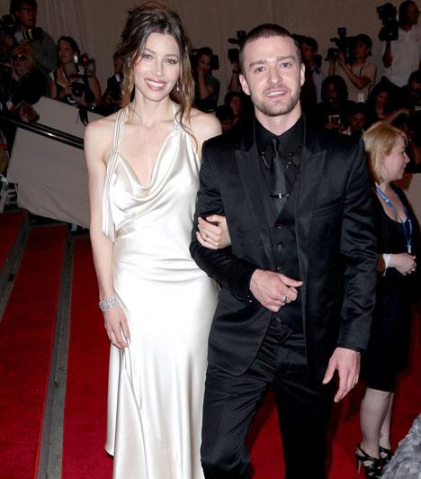 Justin Timberlake és Jessica BielOlyan híres barátnők, mint Britney Spears és Cameron Diaz után úgy tűnik, Justin Timerlake a gyönyörű Jessica Biel oldalán találta meg a boldogságot. A pár 2012 végén hivatalosan is összekötötte az életét, és azóta is boldog házasságban élnek.Kapcsolódó cikk:Mit keres Justin exe az esküvői fotón? »
