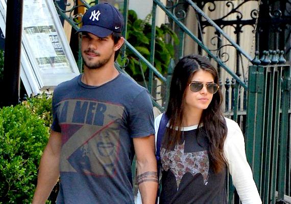 Taylor Lautner augusztusban vállalta fel nála hat évvel idősebb szerelmét, Marie Avgeropoulosz színésznőt.