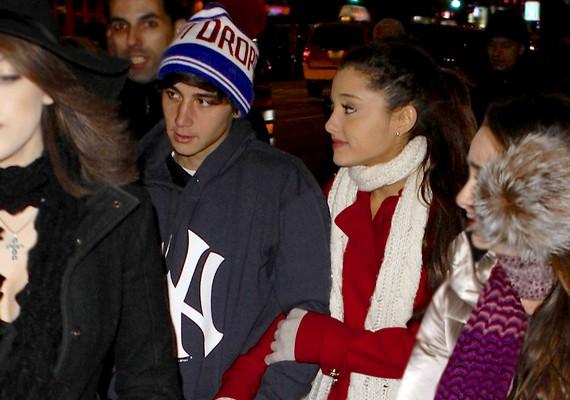 Ariana Grande és Jai Brooks már több hónapja együtt járnak, de személyesen szilveszterkor találkoztak először kapcsolatuk kezdete óta.