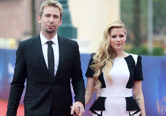 A Nickelback zenekar frontembere és Avril Lavigne a titkos eljegyzés óta már összeházasodott.
