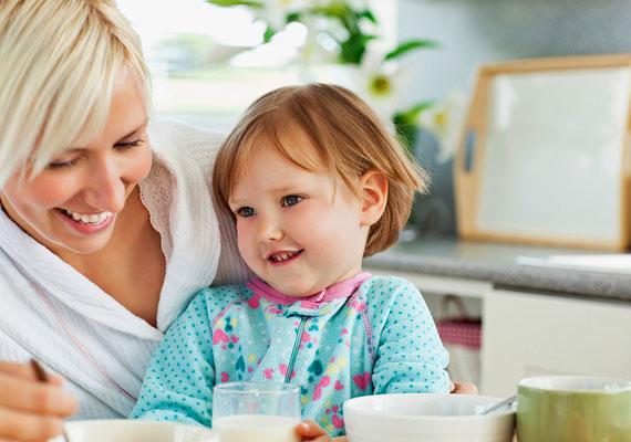 A gyermekgondozási díj új formája a gyed extra, amely jelenleg a gyerek egy-, 2016-tól azonban már féléves korától lesz igényelhető. Ez hat hónapnyi plusz támogatást jelent majd a családoknak, ami több százezer forinttal növelheti a családi kasszát. Kattints, és olvasd el a részleteket!