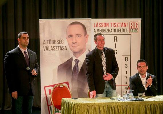 """"""" Elég volt, nix Orbán Viktor, nix Fidesz!"""" - mondta Vona Gábor Jobbik-elnök az eredmények utáni sajtótájékoztatón. Pénteken Orbán Viktor Tapolcán azt mondta, """"nix ugribugri"""", ha esetleg elvesztenék a választást, akkor is végigcsinálják a négyéves kormányzást. Vona még azt is megígérte, hogy félmeztelenre vetkőzik, ha jelöltjük győz, mivel olyan kritikák érték Rig Lajost, hogy a náci SS jelszavát tetováltatta magára. Nos, Vona bevallotta, ezt az ígéretét nem fogja megtartani."""