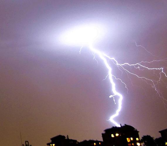 Óriási villámlások kísérték a vihart.