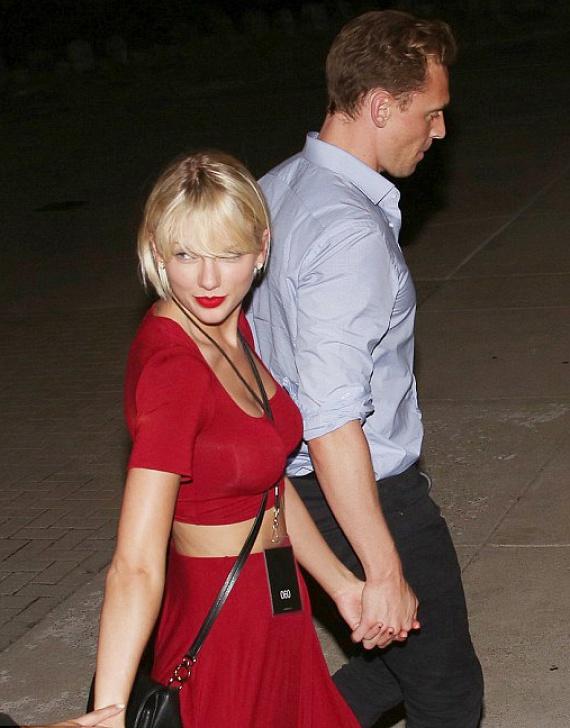 Taylor Swift és Tom Hiddleston néhány héttel az énekesnő szakítása után már vállalják a kapcsolatukat a nyilvánosság előtt, a rajongóknak mégsem ez a legérdekesebb új információ a 26 éves sztárról.