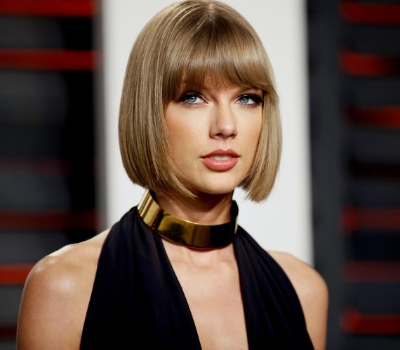 Csak összehasonlításképpen: így néz ki most Taylor Swift, aki nemcsak a fotóival, de a bejegyzéseivel is meglepte az újságírókat, a magazin szerint ugyanis régen elképesztően sokat káromkodott a posztjaiban.