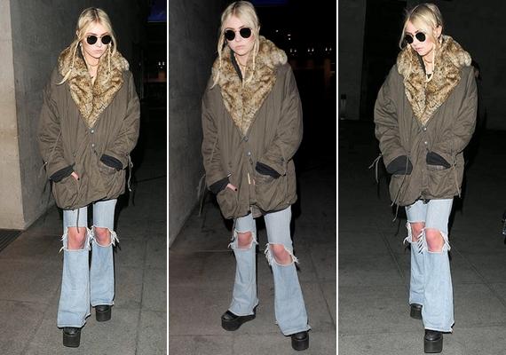 Taylor Momsent oversize kabátban, fonott tincsekkel, szakadt farmerban és holdjáróban kapták le a lesifotósok az utcán. Az énekes-színésznő kerek napszemüveget viselt.