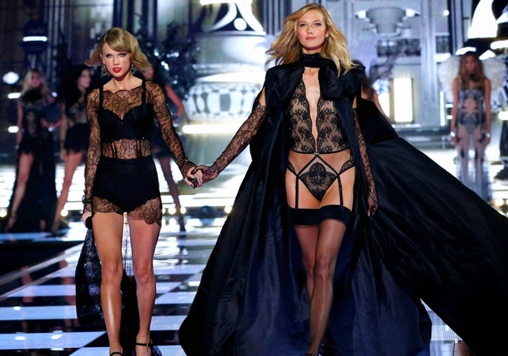 A Karlie-Taylor-barátság egyébként sem hagyja nyugodni a rajongókat, már arról is pletykáltak, hogy a Victoria's Secret-modell meggyőzte Taylort, hagyjon fel az énekléssel, és álljon be hozzájuk fehérneműmodellnek.