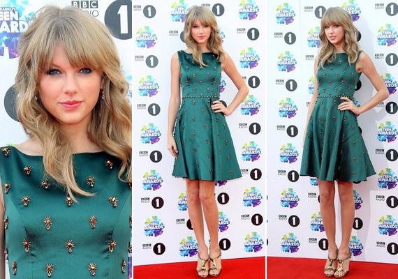 Az énekesnő a múlt vasárnapi BBC Radio 1's Teen Awardson egy különlegesJenny Packham ruhát viselt.