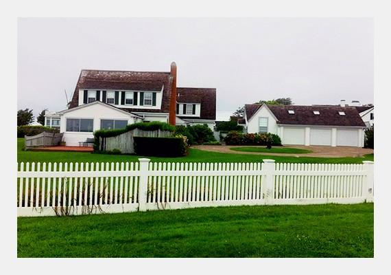 Ezt a Cape Cod-i, vidéki hangulatú házat cserélte le a napokban Taylor a tengerparti luxusvillára.