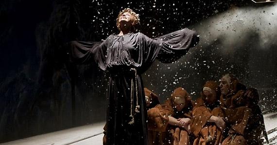Nemes Wandát A hattyú című darabban is láthatod. Bánsági Ildikó lányát alakítja.