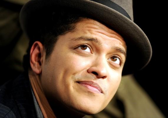 Bruno Mars a legjobb énekesnek járó díj egyik várományosa.