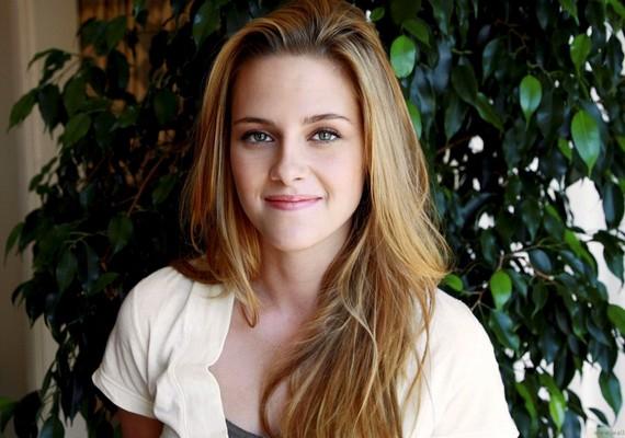 A legjobb scifi-fantasy hősnő kategóriában Kristen Stewart az egyik esélyes, exbarátja, Robert Pattinson pedig a legjobb romantikus hős kategóriában győzedelmeskedhet.