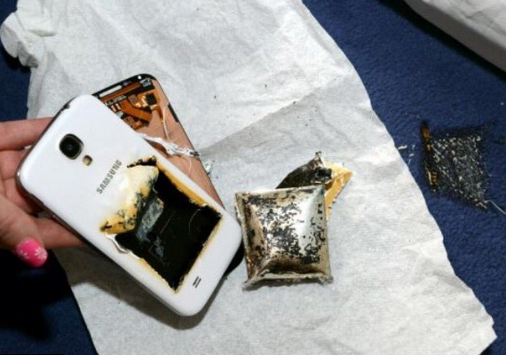 Így néz ki egy felrobbant, kiégett telefon.