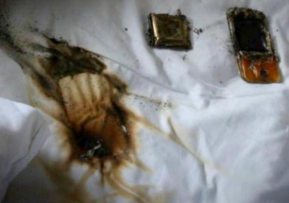 A kigyulladt telefon megolvadt, és az ágynemű is lángot fogott, de szerencsére itt még időben el tudták oltani a tüzet.