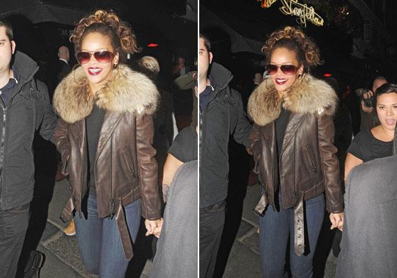 Rihanna szőrmével díszített bőrkabátja egyszerre sportos és szexis.
