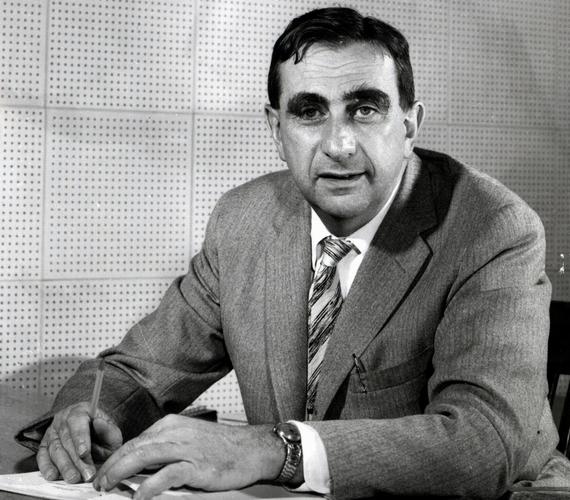 Teller Ede 1935-ben emigrált Amerikába, ahol számos kiemelkedő szakmai eredményt elért. Köztük a legjelentősebb, de egyben a legvitathatóbb a hidrogénbomba kifejlesztése.