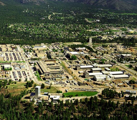 A magyar tudós részt vett a Manhattan-tervben, amely az Amerikai Egyesült Államok, Kanada és Nagy-Britannia közös, az atomfegyver kifejlesztésével kapcsolatos projektje volt a második világháború alatt. A központ az új-mexikói Los AlamosNemzeti Laboratórium volt.