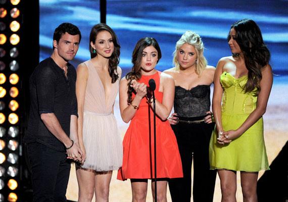 Dráma kategóriában pedig a Pretty Little Liarst díjazták.