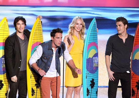 A legjobb tévéshow-nak járó díjat a sci-fi és fantasy kategóriában a Vámpírnaplók hozta el.