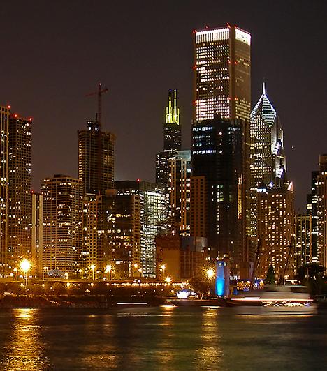 Chicago a fiatalkori bűnözés városa: Al Capone egykori otthonában a legmagasabb a fiatalkorúak ellen elkövetett bűncselekmények száma. A gyilkosságok száma is magas, ám a nem halálos kimenetelű, erőszakos cselekmények száma ezeknek közel százszorosa. Egyes vélemények szerint minden egyes meggyilkolt gyerekre száz olyan fiatal jut, aki tanúja gyilkosságnak vagy más, alvilági csoportok által elkövetett erőszakos cselekedetnek.