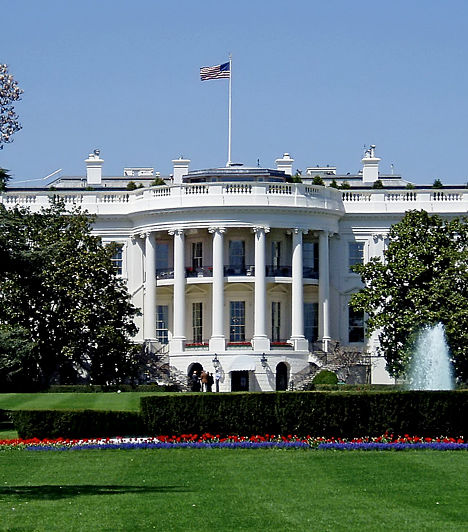 Az 1792 és 1800 között épült Fehér Ház az Amerikai Egyesült Államok mindenkori elnökének hivatalos lakó- és munkahelye Washingtonban. A nyugati szárnyban találhatóak az elnök és politikai személyzetének irodái, a keleti szárnyban pedig általában ez elnök felesége és személyzete dolgozik. A keleti szárnyat elsőként Rosalynn Carter foglalta el 1977-ben, és ő is nevezte el Az Elnöki Feleség Irodájának.