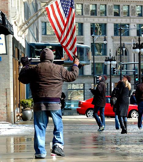 Annak ellenére, hogy az Amerikai Egyesült Államok a világ vezető gazdasága, 2006-ban közel 800 ezer ember élt fedél nélkül, a gazdasági válság hatására pedig további 1,1 millió amerikai család vált hajléktalanná. A statisztikák szerint legalább másfél millió amerikai gyerek élt már hajléktalanként hosszabb-rövidebb ideig az Egyesült Államokban.