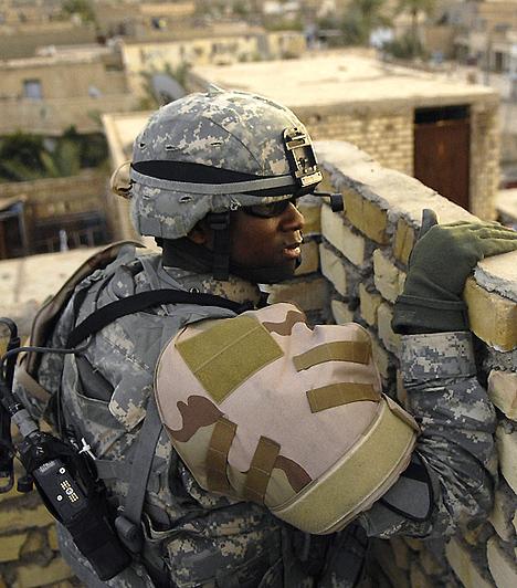 Az USA általi 2003-as iraki megszállás oka és következménye már a háború előtt heves viták tárgya volt. A háború céljaként a terrorizmus legyőzését és a tömegpusztító fegyverek megsemmisítését nevezték meg, holott ez utóbbiak létezésére nem volt kézzelfogható bizonyíték. A háború férfiak, nők és gyerekek tízezreinek életét követelte.Kapcsolódó cikk:4 fotó, ami sokkolta a világot - Megrázó pillanatok »