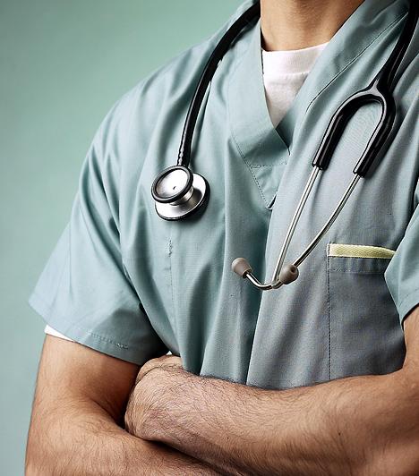 Az Egyesült Államokban úgynevezett piaci alapú, magánbiztosítók által üzemeltetett egészségügyi rendszer működik. Az ország legsúlyosabb problémája ebből kifolyólag, hogy a lakosságnak alig több mint 80%-a rendelkezik egészségbiztosítással, míg 46 millió amerikainak saját forrásokból kell fedeznie egészségügyi kiadásait. Ez azonban nagyon drága: az egészségügyi kiadások az eladósodás leggyakoribb kiváltó okai.