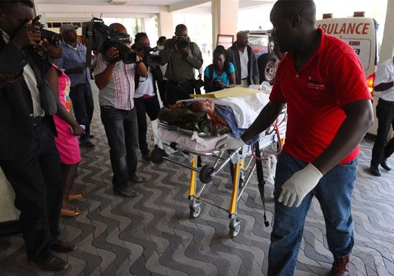 A támadást az al-Shabab terrorszervezet követte el, akik Szomáliából érkeztek a határ közelében fekvő egyetemhez. A terrorszervezet az utóbbi években több támadást is végrehajtott Kenyában, de egyik sem követelte ennyi ember életét.