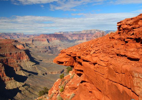 - Mi vagyunk az elsők, és kétségtelenül az utolsók is, akik erre az értéktelen területre látogattak - mondta Joseph Ives, miután 1861-ben a Grand Canyonon járt. Az értéktelen terület egy évszázaddal később már évente ötmillió turistát vonzott.