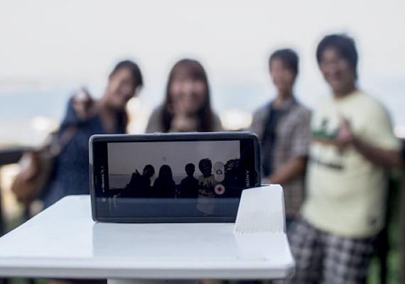 Ha csak az a problémád, hogy nincs hová kitámasztani a telefont, amíg fényképezel, azonnal szerezz be egy szelfiállványt!