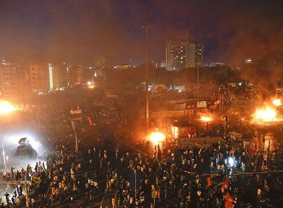 A török kormány bocsánatot kért a békés tüntetőktől a rendőrök által eszközölt túlzott erőszak miatt.