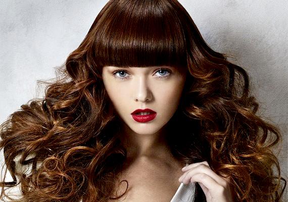 Ha szereted a klasszikus frizurákat, a meleg, barna szín a jó választás.