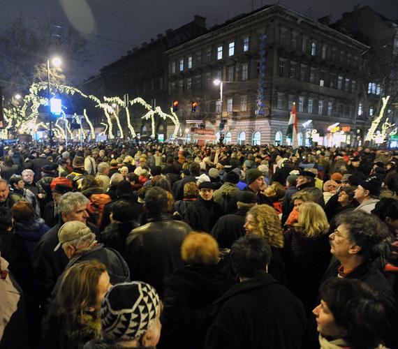 Több tízezren tüntettek.