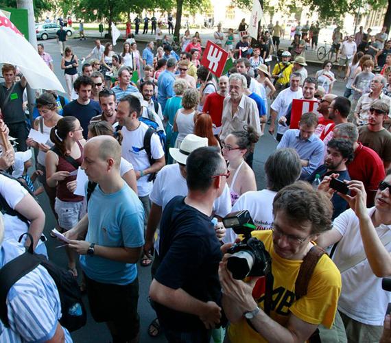 Nem leszünk Orbán, Matolcsy és Simicska rabszolgái! - mondja az LMP.