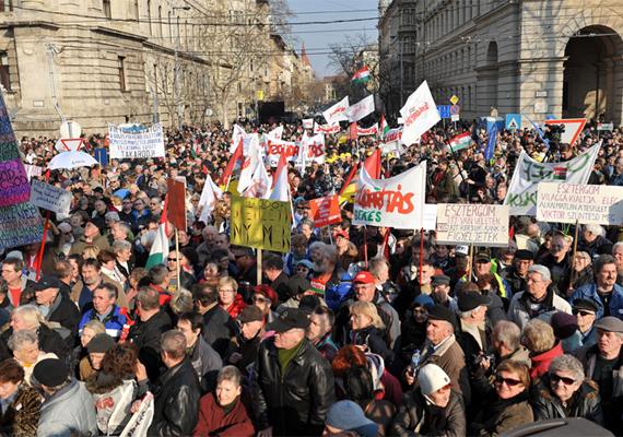 2012. március 10-én a Magyar Szolidaritás Mozgalom Együtt a Köztársaságért elnevezésű tüntetést szervezett a Kossuth térre, a szociális és szabadságjogokért.