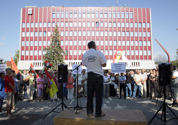 Munkahelyük megtartásáért demonstráltak a Mal Zrt. dolgozói és több szakszervezet 2012. szeptember 6-án.